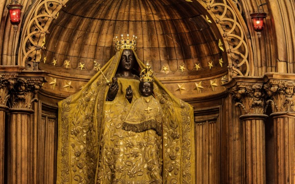 Black Madonna in Chartres Cathedral